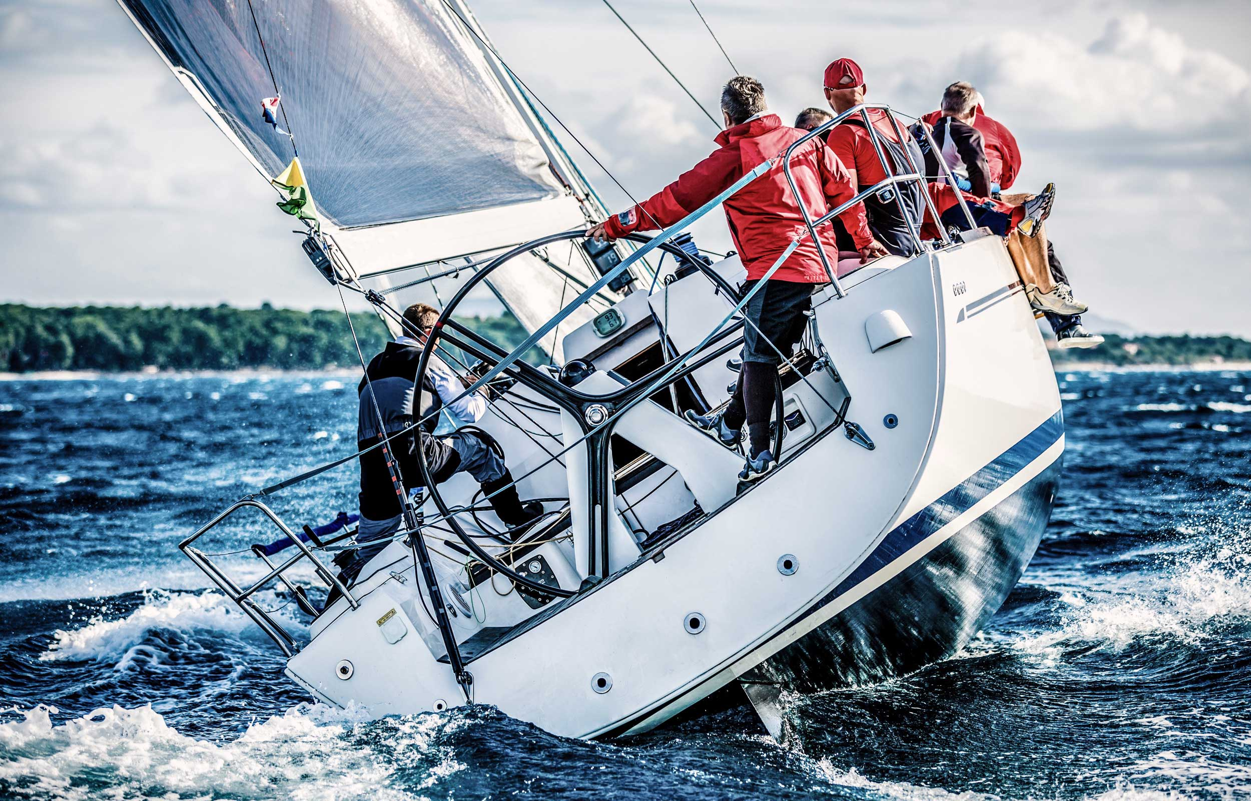 Alpora Innovation Select Fonds Titelbild - Segelschiff in stürmischer See