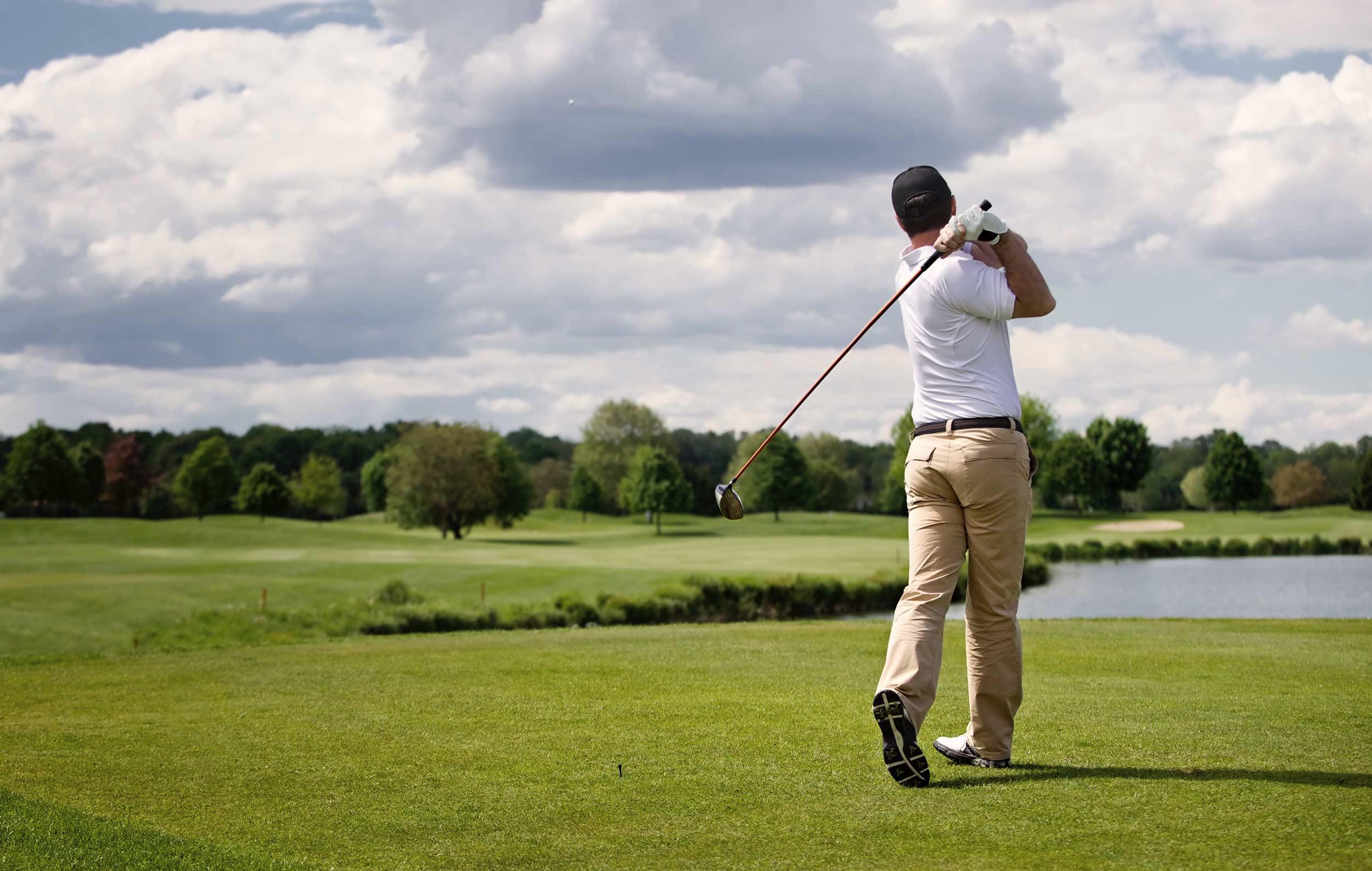 Greiff Defensiv Plus OP Titelbild –Golfer nach Abschlag